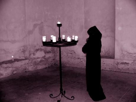 modlící se mnich